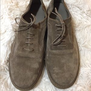 Vince Men's suede lace up shoe like new 11.5